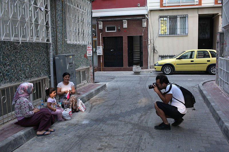 Oli photographs ladies in the residential area of Fatih, Istanbul.
